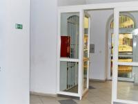 Průchod na parkoviště - Prodej komerčního objektu 1228 m², Opava
