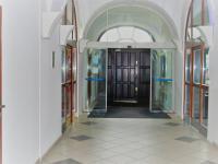 Z chodby vstup do baru, CK, obchodu - Prodej komerčního objektu 1228 m², Opava