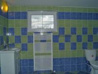 Koupelna v 2.NP (Prodej domu v osobním vlastnictví 215 m², Čakovičky)