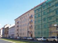 Dům z ulice (Prodej bytu 3+1 v osobním vlastnictví 64 m², Praha 6 - Břevnov)
