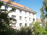 Dům z vnitrobloku (Prodej bytu 3+1 v osobním vlastnictví 64 m², Praha 6 - Břevnov)