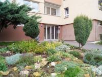 Vstup do domu (Pronájem bytu 1+kk v osobním vlastnictví 23 m², Praha 6 - Vokovice)
