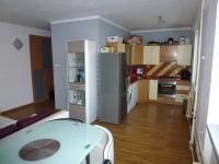 kuchyňský kout vpravo, předsíň vlevo (Prodej bytu 2+kk v osobním vlastnictví 54 m², Plzeň)