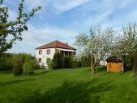 pohled na dům ze zahrady (Prodej domu v osobním vlastnictví 210 m², Dolní Lukavice)