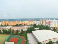 výhled z kuchyně směr Plzeň - Prodej bytu 3+1 v osobním vlastnictví 79 m², Plzeň