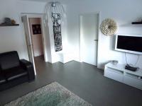 obývací pokoj průchozí do ložnice (Prodej bytu 2+1 v osobním vlastnictví 70 m², Plzeň)