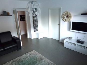 obývací pokoj průchozí do ložnice - Prodej bytu 2+1 v osobním vlastnictví 70 m², Plzeň