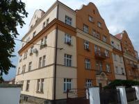pohled na dům - Prodej bytu 2+kk v osobním vlastnictví 55 m², Dobřany
