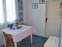 kuchyně, vchod do pokoje - Prodej bytu 3+1 v osobním vlastnictví 62 m², Plzeň