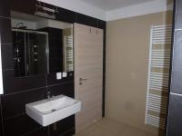 koupelna (Pronájem bytu 1+kk v osobním vlastnictví 45 m², Plzeň)