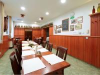 Pronájem restaurace 1054 m², Letiny