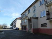 pohled na dům - Prodej bytu 3+1 v osobním vlastnictví 80 m², Kasejovice