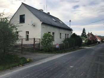 Pohled ze silnice - Prodej domu v osobním vlastnictví 128 m², Slabce