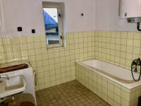 Koupelna - Prodej domu v osobním vlastnictví 200 m², Mochtín