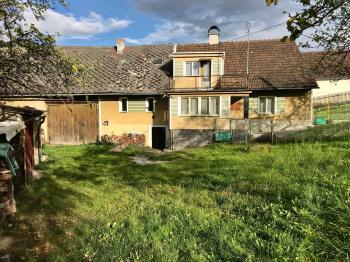 Pohled na RD a stodolu - Prodej domu v osobním vlastnictví 200 m², Mochtín