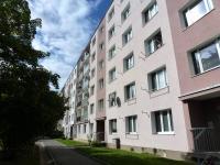pohled na dům z vnitrobloku - Pronájem bytu 2+1 v osobním vlastnictví 49 m², Plzeň