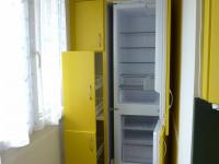 lednice s mrazákem a potravinové skříňky - Pronájem bytu 2+1 v osobním vlastnictví 49 m², Plzeň