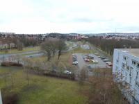 pohled z okna - parkoviště - Pronájem bytu 3+1 v osobním vlastnictví 72 m², Plzeň