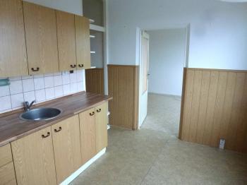 kuchyně, vstup do obývacího pokoje - Pronájem bytu 3+1 v osobním vlastnictví 72 m², Plzeň