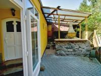 Zastřešené posezení s krbem, udírnou (Prodej nájemního domu 420 m², Brno)