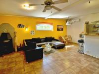 Obývací část s kuchyní a jídelnou (Prodej nájemního domu 420 m², Brno)