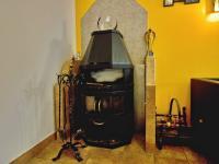 Vnitřní krb, klimatizace, tepelné čerpadlo - technologie pro pohodlné užívání (Prodej nájemního domu 420 m², Brno)