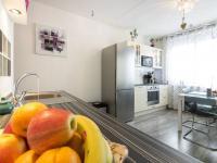 Kuchyňská část s jídelnou (Prodej bytu 2+kk v družstevním vlastnictví 47 m², Brno)