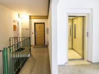 Chodba domu a vstup do bytu (Prodej bytu 2+kk v družstevním vlastnictví 47 m², Brno)