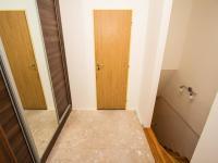 Pohled na vstup do patra (Prodej bytu 2+kk v osobním vlastnictví 67 m², Brno)