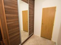 Vestavěná prostorná skříň (Prodej bytu 2+kk v osobním vlastnictví 67 m², Brno)