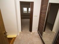 Pohled na vstup do ložnice (Prodej bytu 2+kk v osobním vlastnictví 67 m², Brno)