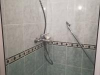 sprchový kout (Prodej bytu 1+kk v osobním vlastnictví 27 m², Brno)