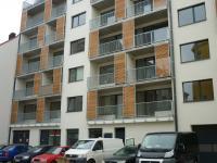 pohled na dům z ulice (Pronájem bytu 1+kk v osobním vlastnictví 43 m², Brno)