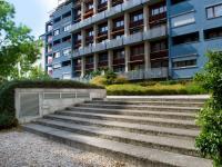 Vstup do vnitrobloku (Prodej bytu 1+kk v osobním vlastnictví 32 m², Praha 9 - Vysočany)
