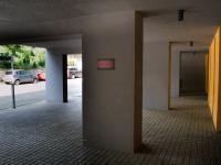 Vlastní kryté parkovací stání (Prodej bytu 1+kk v osobním vlastnictví 32 m², Praha 9 - Vysočany)