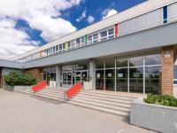 ZŠ Kamínky a hokejbalové hřiště (Prodej bytu 4+1 v osobním vlastnictví 85 m², Brno)