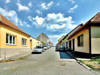 Příjezd p ulici Modřická (Prodej pozemku 422 m², Brno)