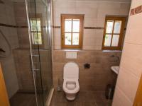 Koupelna v přízemí (Pronájem bytu 3+kk v osobním vlastnictví 140 m², Kovalovice)
