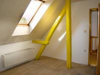 Pokoj v podkroví - Prodej domu 147 m², Strhaře