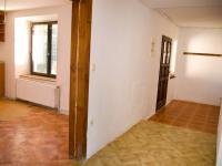 Vstup z chodby do kuchyně - Prodej domu 147 m², Strhaře