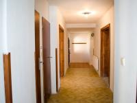 Chodba v přízemí - Prodej domu 147 m², Strhaře