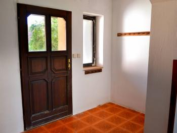 Vchodové dveře - Prodej domu 147 m², Strhaře