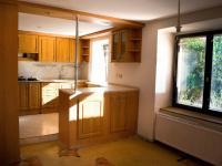 Prostorná kuchyně - Prodej domu 147 m², Strhaře