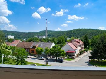 Výhled z lodžie - Prodej bytu 2+1 v osobním vlastnictví 51 m², Brno