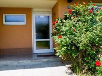 Zadní vchod do domu - Prodej bytu 2+1 v osobním vlastnictví 51 m², Brno