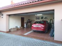 Garáž - Prodej domu v osobním vlastnictví 235 m², Hluboké Mašůvky