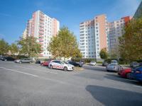 Parkování před domem - Prodej bytu 1+kk v družstevním vlastnictví 32 m², Brno