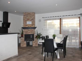 Jídelna - kuchyň - terasa - Pronájem domu v osobním vlastnictví 115 m², Olbramovice