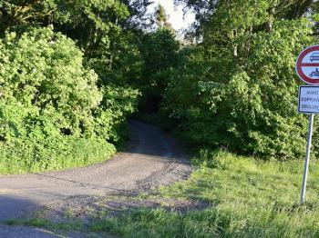Příjezd k pozemku - Prodej pozemku 1817 m², Nymburk