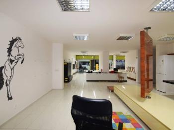 Prodej obchodních prostor 360 m², Nymburk